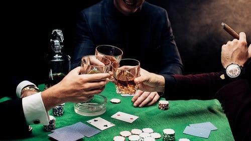 بازی پوکر آنلاین چگونه است؟